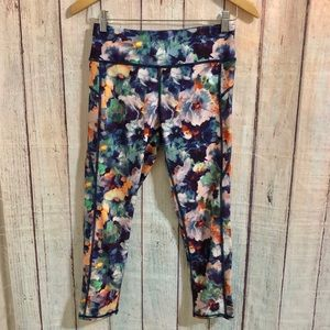 American Eagle floral cropped leggings